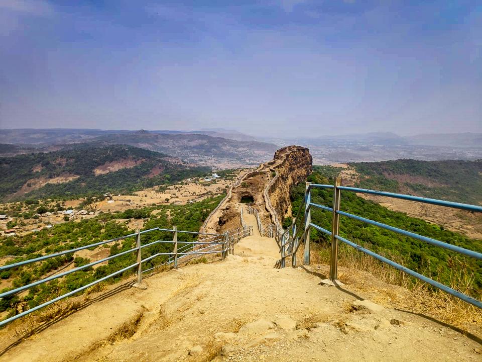 Lohagad-Fort-trek-vinchukata
