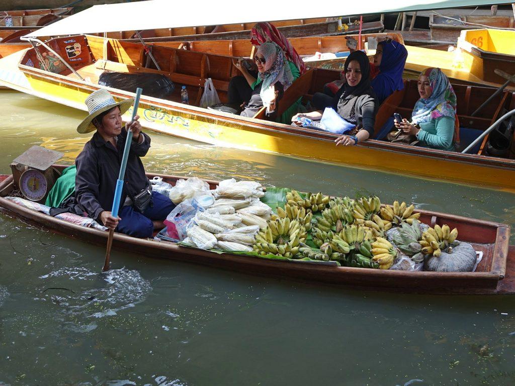 damnoen-saduak-floating-market-thailand