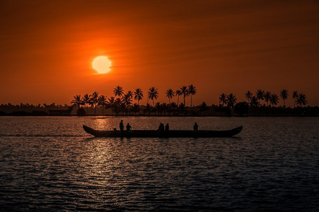 sunset-kerala-backwaters